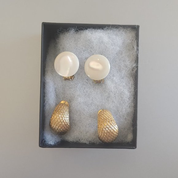 Set of 2 Vintage Clip-On Earring Incl. Monet